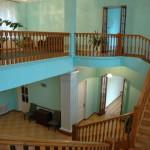 Внутренний интерьер гостиницы: парадная лестница