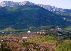 Вид на обсерваторию с вершины г. Кошка